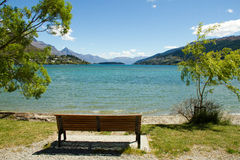 Lake Wakatipu & bench. Lake Wakatipu, Queenstown, New Zealand Stock Photo