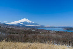 Lake Yamanaka in sunny day with Mt. Fuji Stock Images