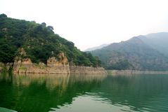 Lake Yansaj. Mountains surrounding lake Yansaj, China Royalty Free Stock Images