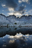 lakebergtoppig bergskedja Arkivbild