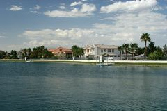 Lakefront houses with palm trees Royalty Free Stock Photos