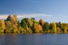 Free Lakefront In Fall Royalty Free Stock Image - 1344596