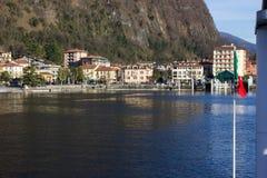 lakefrontpromenad på den soliga dagen för lagomaggiorevår Royaltyfri Bild