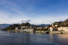 lakefrontpromenad på den soliga dagen för lagomaggiorevår Arkivbilder
