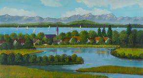 Lakeland mit Dorf und Berge im Hintergrund