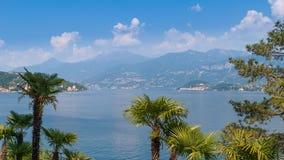 Laken Como beskådar arkivfoto
