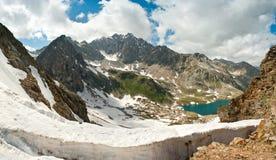 Laken i bergen royaltyfri fotografi