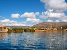 lakeperu titicaca Arkivfoton