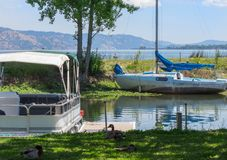 Lakeport、加利福尼亚、老小船和新的小船 免版税库存照片