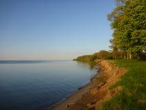 Lakeshore av Lake Ontario i sommar Arkivfoton