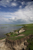 Lakeshore i den Hulunbuir grässlätten Royaltyfria Bilder