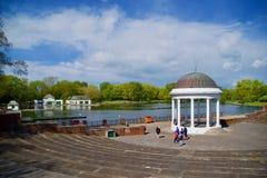 Lakeside ed il paesaggio fotografia stock libera da diritti