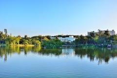 Lakeside i universitetstaden arkivbilder