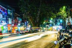 Lakeside la nuit dans Pokhara, Népal Photos libres de droits