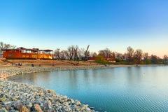 Lakeside med huset fotografering för bildbyråer