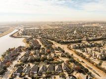 Lakesideindelning i underavdelningar för bästa sikt nära Dallas, Texas, USA färgrikt a royaltyfria foton
