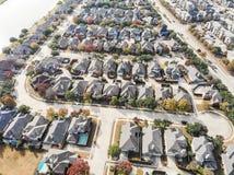 Lakesideindelning i underavdelningar för flyg- sikt nära Dallas, Texas, Amerika sänka arkivfoton