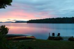 Lakesideplats i adirondacksen royaltyfri bild