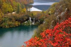 lakesnationalparkplitvice två vattenfall fotografering för bildbyråer