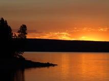 lakesoluppgång yellowstone Royaltyfria Foton