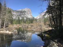 lakespegelnationalpark yosemite Royaltyfri Bild