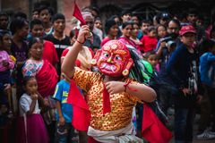 Lakhey dans i Katmandu Nepal, maskeringsdans royaltyfri foto