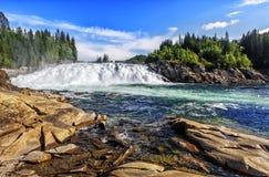 Laksforsen是17米瀑布  挪威 库存图片