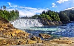 Laksforsen是17米瀑布  挪威 免版税库存照片
