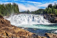 Laksforsen är en vattenfall av 17 meter norway Royaltyfri Fotografi