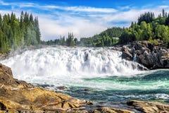 Laksforsen är en vattenfall av 17 meter norway Arkivfoto