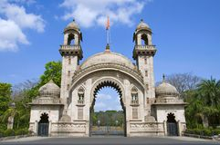 Lakshmi维拉斯宫殿的皇家入口门,在1890年由Sayajirao Gaekwad第3大君建立,巴罗达巴洛达,古杰雷特 免版税库存图片