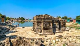 Lakulish tempel och Chhashiyu sjö på den Pavagadh kullen - Gujarat, Indien royaltyfria foton
