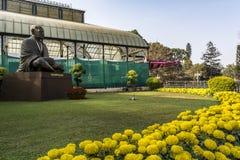 Lalbagh exhibición floral enero de 2019 - fuera de la estatua de Gandhi fotos de archivo