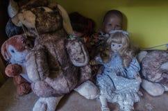 Lale w żywym pokoju dom zdjęcia royalty free