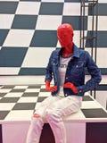 Lali mannequin moda na chessboard scenie Rosja, Petersburg, Kwiecień 2017 zdjęcia royalty free