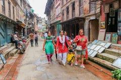 Lalitpur Nepal, Wrzesień, - 21, 2016: Ludzie chodzi w ulicach Lalitpur wielkomiejski miasto, Nepal fotografia stock
