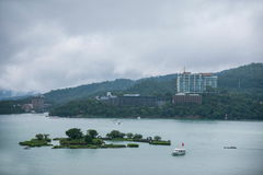 Lalu Sun Moon Lake en terminal de transbordadores de la isla del yate del condado de Nantou imagen de archivo libre de regalías