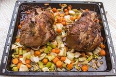 Lam in de oven wordt gebakken die Royalty-vrije Stock Afbeelding