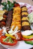 Lam en kip kebabs Stock Fotografie