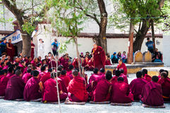 Lama debating Buddhist scriptures Royalty Free Stock Image