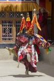 A Lama tibetana vestiu-se na máscara que dança a dança do mistério de Tsam no festival budista em Hemis Gompa Ladakh, Índia norte Fotografia de Stock