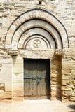 Lamalou-les-Bains, entrata di vecchia chiesa romana, Languedoc-Roussillion, Francia Fotografie Stock Libere da Diritti