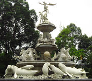 Lamantin, cheval et statue d'ange sur le monument Photos libres de droits