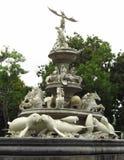 Lamantin, cheval et statue d'ange sur le monument Image libre de droits