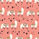 Lamas blancs dans un désert rose Photos libres de droits