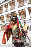LAMAYURU,印度- SETEMBER 13日2015年:未认出的佛教喇嘛在跳舞Tsam奥秘舞蹈的神秘的面具穿戴了在的时候 免版税图库摄影