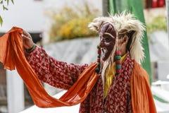 LAMAYURU,印度- SETEMBER 13日2015年:未认出的佛教喇嘛在跳舞Tsam奥秘舞蹈的神秘的面具穿戴了在的时候 免版税库存照片