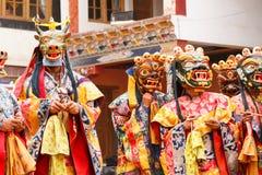 Lamayuru 面具的修士执行佛教徒神圣的可汗舞蹈 免版税库存照片