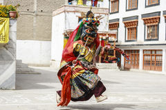 LAMAYURU, INDIA - SETEMBER 13, 2015: An unidentified buddhist lamas dressed in mystical mask dancing Tsam mystery dance in time of Royalty Free Stock Photos
