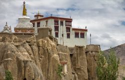 Lamayuru-Kloster auf vertikale Klippen, Ladakh, Indien lizenzfreie stockfotografie